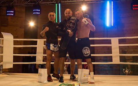 Bartek Domalik z pasem Battle of Warriors